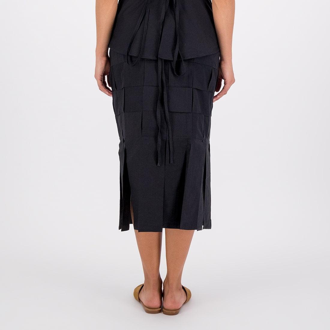 Mid-length skirt 3